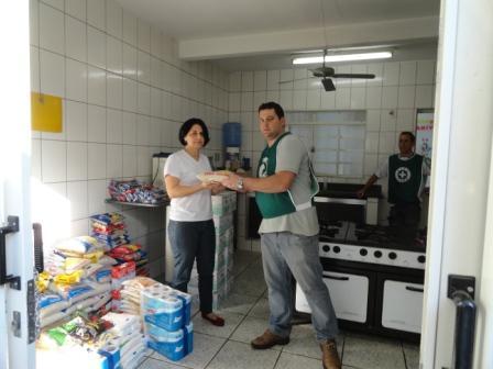 Entrega no Centro de Amparo à Criança Andradense.