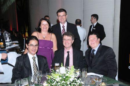Sra. Solange (Revista Revenda) e colaboradores da ICASA, Fábio, Fabiano, Luiz Cláudio e Paulo Franco.